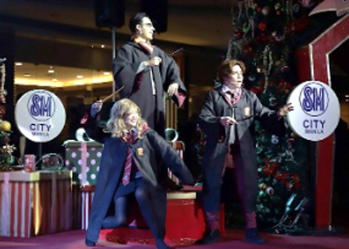 SM City Manila kicked-off the Christmas season with an English touch.