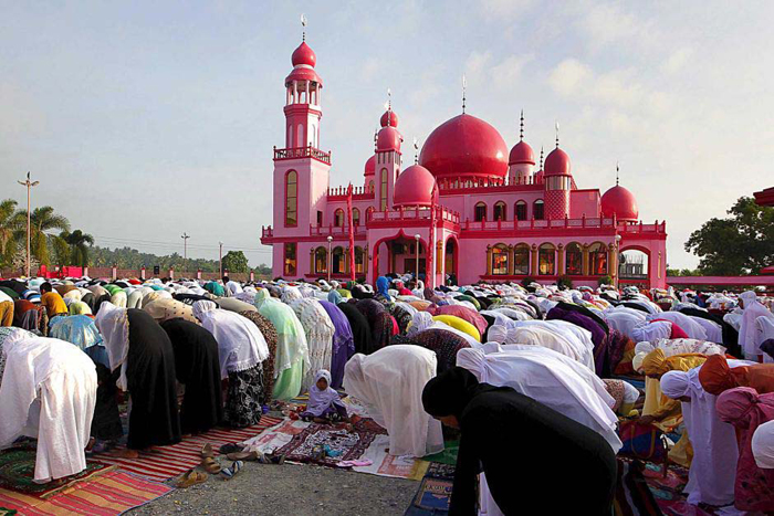 Muslims observe fasting in month-long Ramadan
